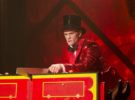 Neil Patrick Harris hace magia en American Horror Story: Freak Show