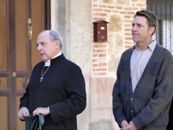 La 1 estrena esta noche El clavo de oro con Emilio Gutiérrez Caba, Juanjo Artero y Jesús Olmedo
