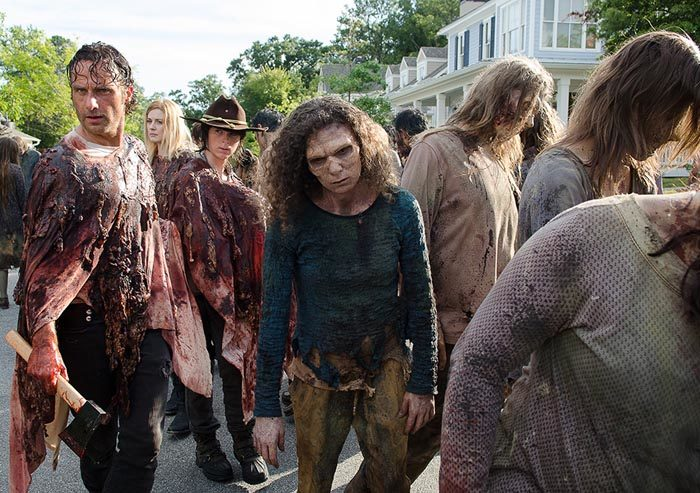 The Walking Dead regresa con mucha acción, zombis y sangre