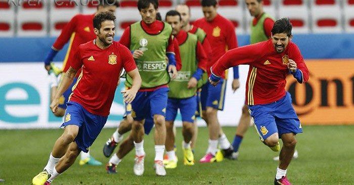 Desde las 15 horas, Mediaset España se vuelca con el Italia-España