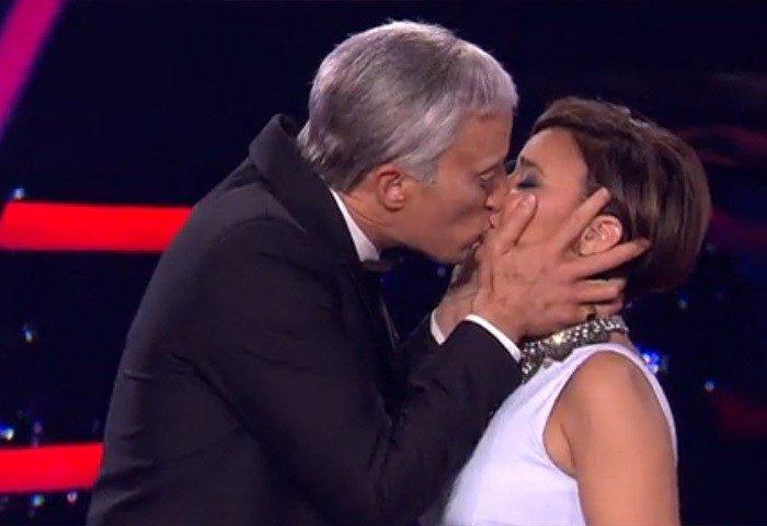 El beso de Pablo Puyol a Chenoa