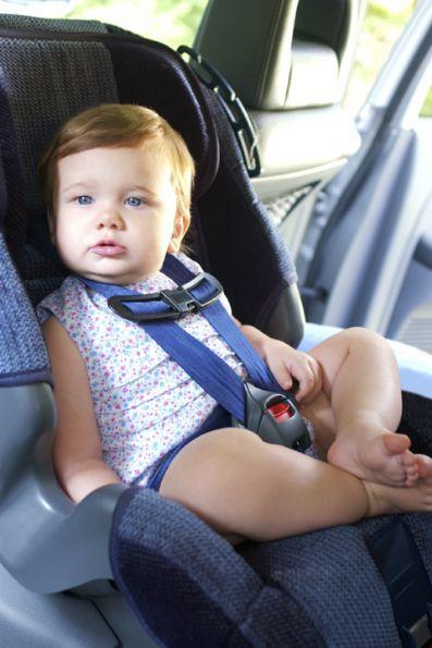 Tres de cada 10 sillas de coche para niño suspende en seguridad