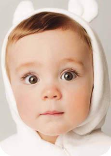 Vestir al bebé: cuestión de maña