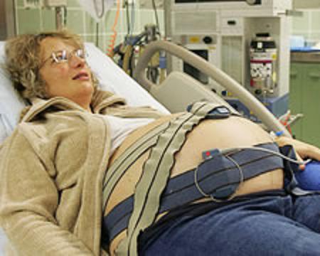 Recomiendan el parto inducido en algunos embarazos de riesgo