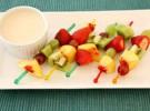 Receta para niños: Brochetas de fruta y yogur