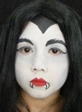 disfraz casero de halloween: vampiro o vampiresa maquillaje