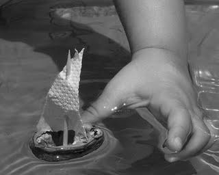 Manualidades con niños: Un barquito de cáscara de nuez y otros