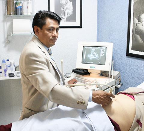 Si buscas un bebé pide cita con el ginecólogo y toma ácido fólico