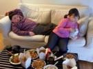 No pongas la tele al niño para comer