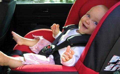 los niños siguen sin viajar seguros en el coche