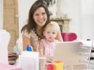 Amamantar a un bebé seis meses es incompatible con una baja laboral de cuatro