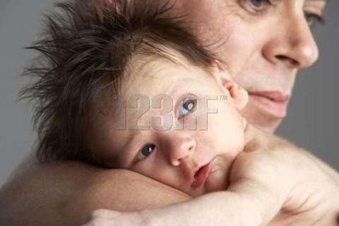 Azúcar y abrazos de mamá alivian el dolor del bebé