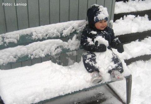 abrigar a los niños para la nieve