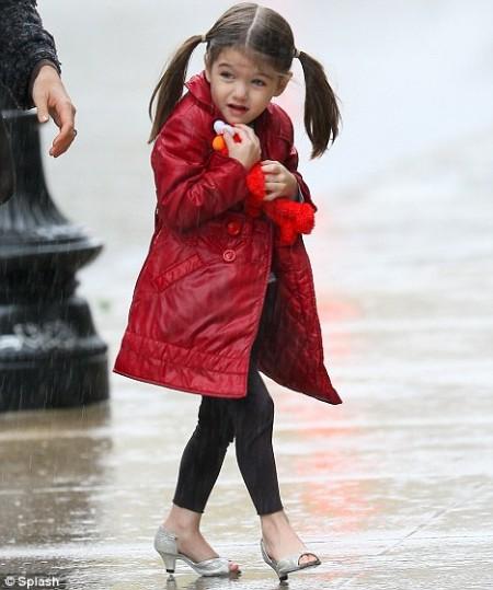 La madre de Suri Cruise, de tres años, defiende que su hija lleve tacones