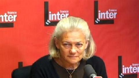 Elisabeth Badinter protesta por la idea actual de la maternidad