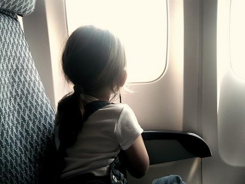 Algunos pasajeros prohibirían volar a bebés y niños