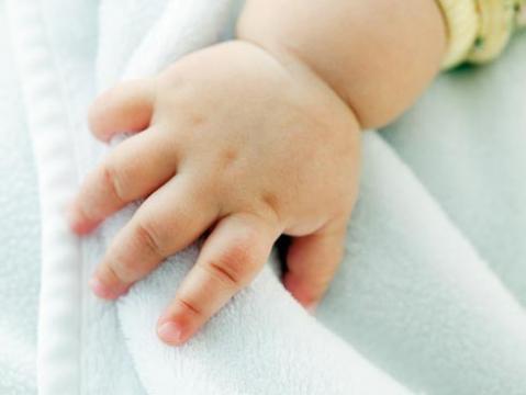 Novedoso tejido para ropa de bebés, podría aliviar dermatitis atópica