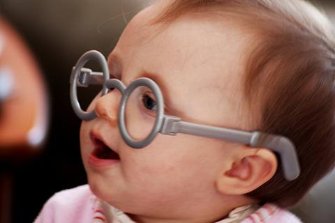 Los bebés con deficiencias auditivas son propensos a tener problemas visuales