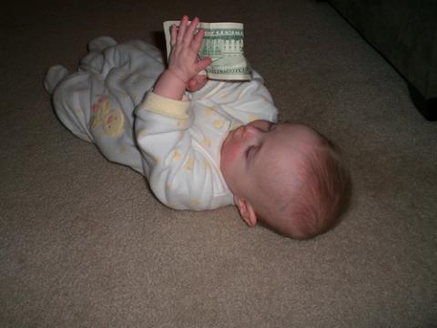El Gobierno da el cheque-bebé a nacidos en países limítrofes