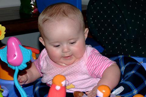Los bebés con sobrepeso pueden mostrar retraso en el desarrollo motor