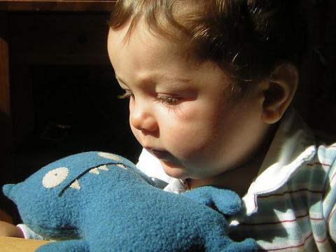 A los seis meses, el bebé sabe lo que está bien y lo que no