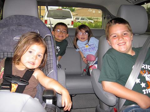 Hertz facilita el alquiler de coches a las familias con niños