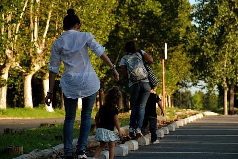 Menos obstáculos para la adopción en Cataluña