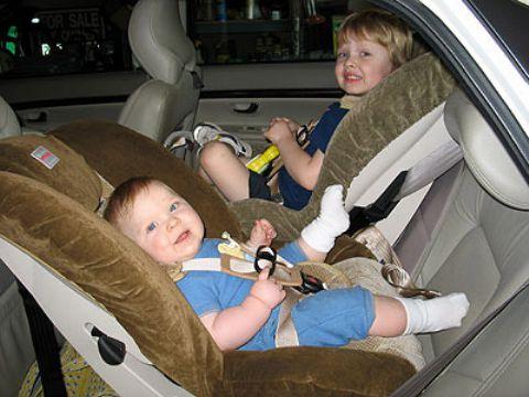 Piden sillitas infantiles en los taxis