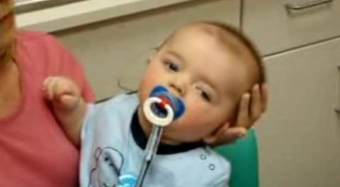 reacción de un bebé sordo cuando escuchó por primera vez