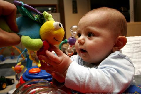 Del llanto a la onomatopeya, el lenguaje del bebé su primer año