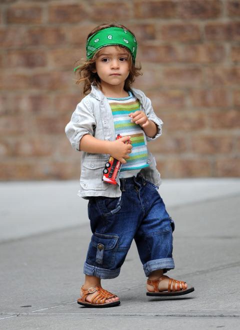 Levi McConaughey, con dos años, marca estilo en Hollywood