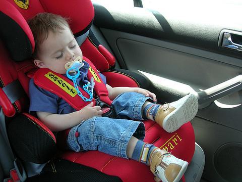 El coche es la primera causa de mortalidad infantil en España