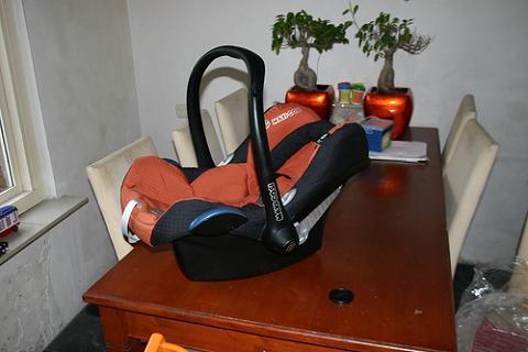 Las sillas de seguridad no deben usarse fuera del coche