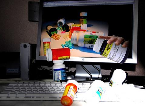 La compra y venta de medicinas por internet está a la orden del día