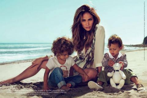 Jennifer López y sus mellizos, imagen de Gucci childrens