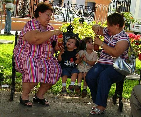 El peso de la madre antes del embarazo no afecta a la inteligencia o la conducta del hijo