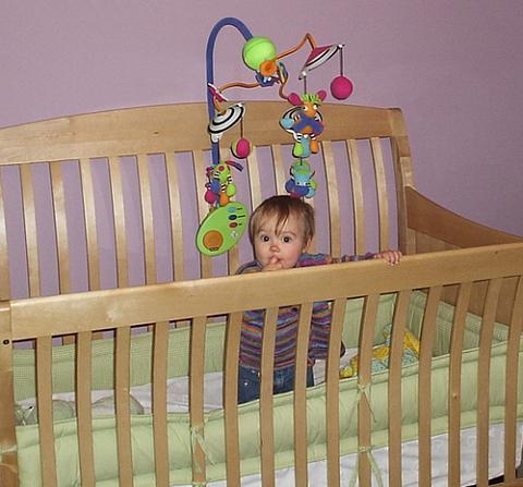 Muchos bebés se lesionan tratando de salir de la cuna