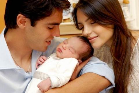 Kaká es padre por segunda vez mientras juega al fútbol