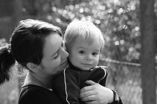 Los bebés irritables mejoran con un vínculo seguro