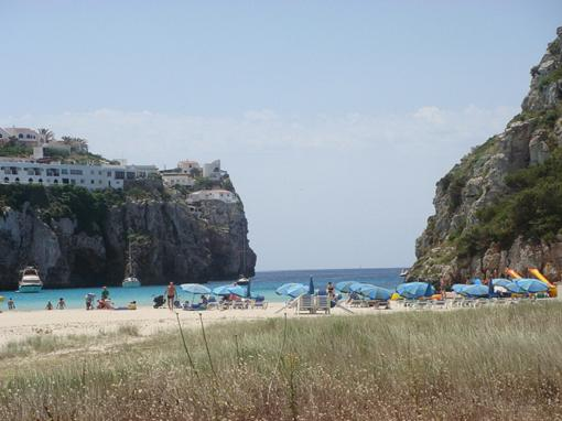 Si te alojas en Menorca te regalan el Cry Translator