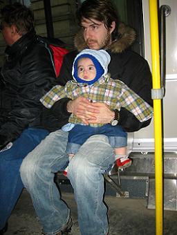 Consejos para llevar al bebé en autobús