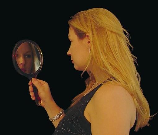 Problemas acné se acentúan con cambios hormonales