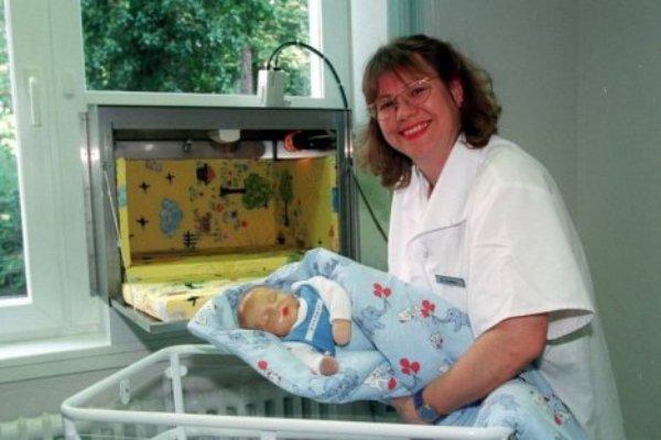 Diez años de la creacion de las babyklappe