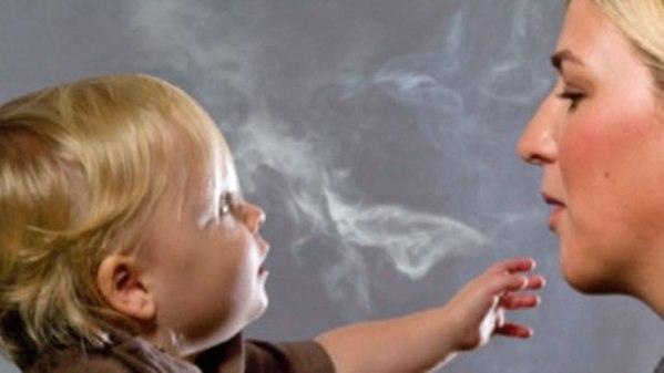 Mas probabilidades de sufrir cancer para los niños fumadores pasivos