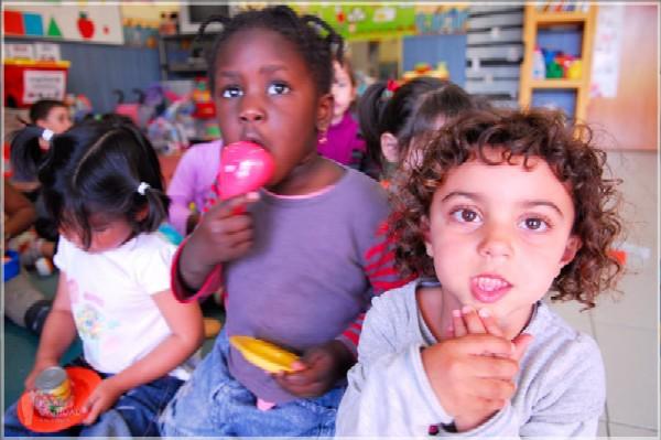 76 niños en riesgo de exclusión social, encuentran su sitio en un colegio