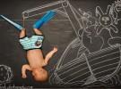 una pizarra, un bebe y una foto2