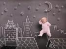 una pizarra, un bebe y una foto5