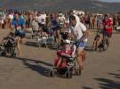 Carrera de cochecitos de bebé por la playa en Zahara de los Atunes