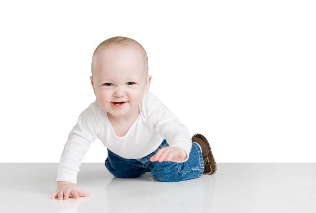 Los bebés que nacen en invierno aprenden a moverse antes