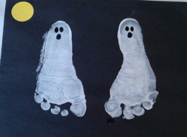 Manualidades para Halloween: Fantasmas con huella